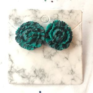 💚 large green and black flower earrings.